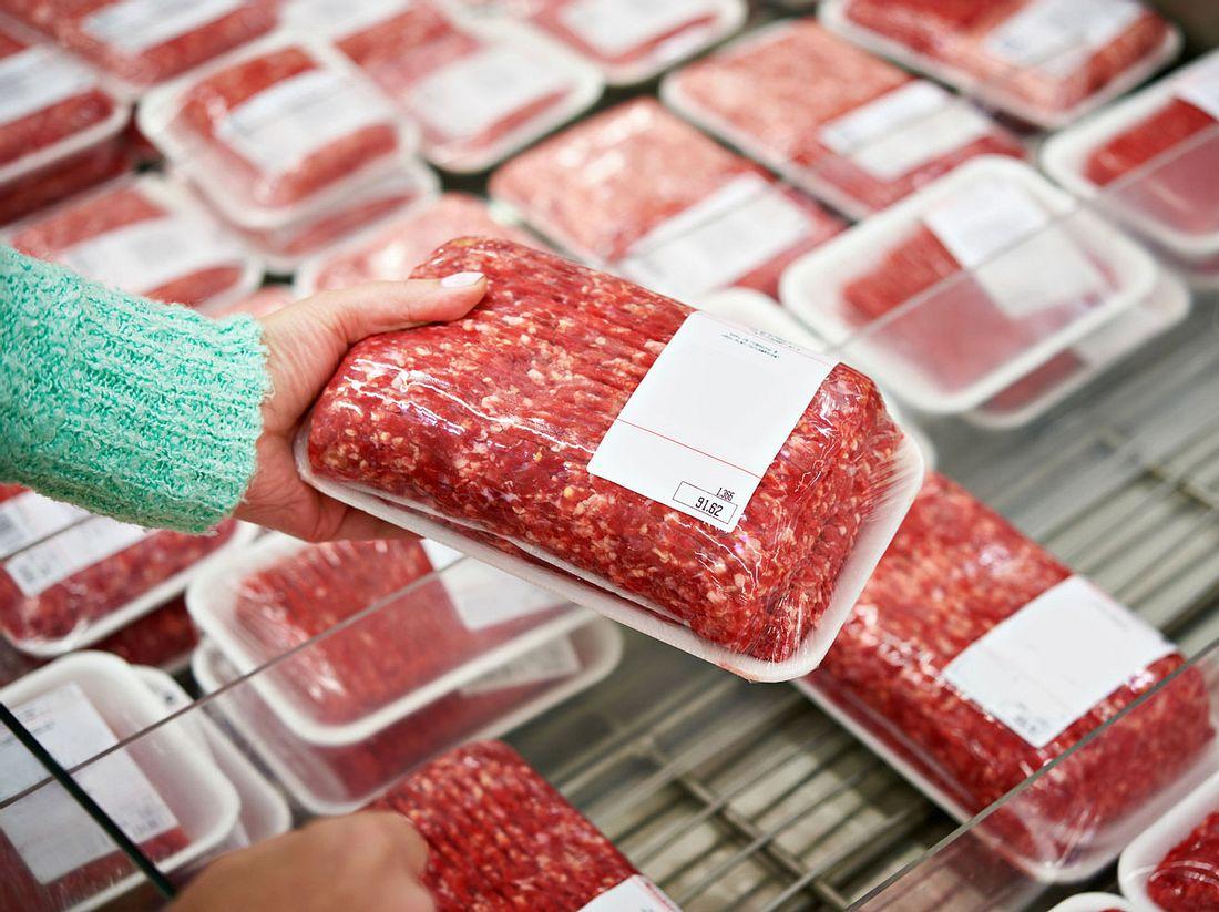 Was Sie beachten sollten, wenn Sie Hackfleisch auf Vorrat kaufen und dann einfrieren wollen.