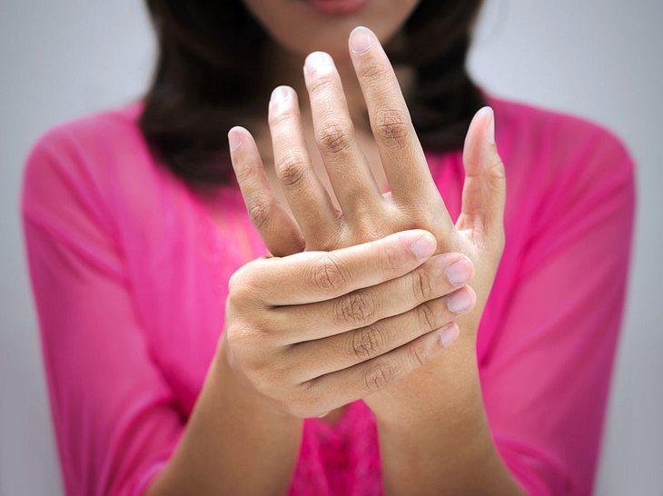 Woran kann es liegen, wenn die Hände zittern?