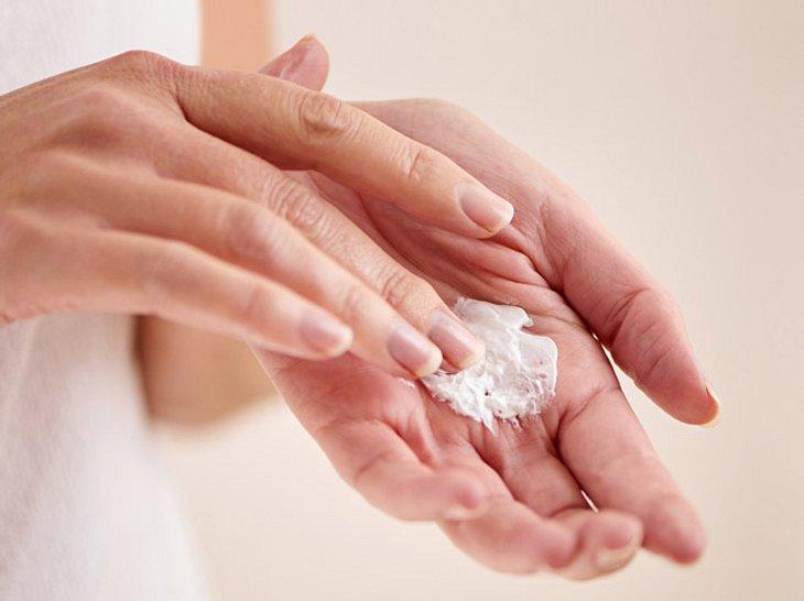5 Tipps, um die Hände jünger aussehen zu lassen