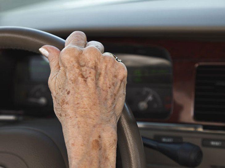 Hafte ich, wenn ein Pflegebedürftiger einen Autounfall verursacht?