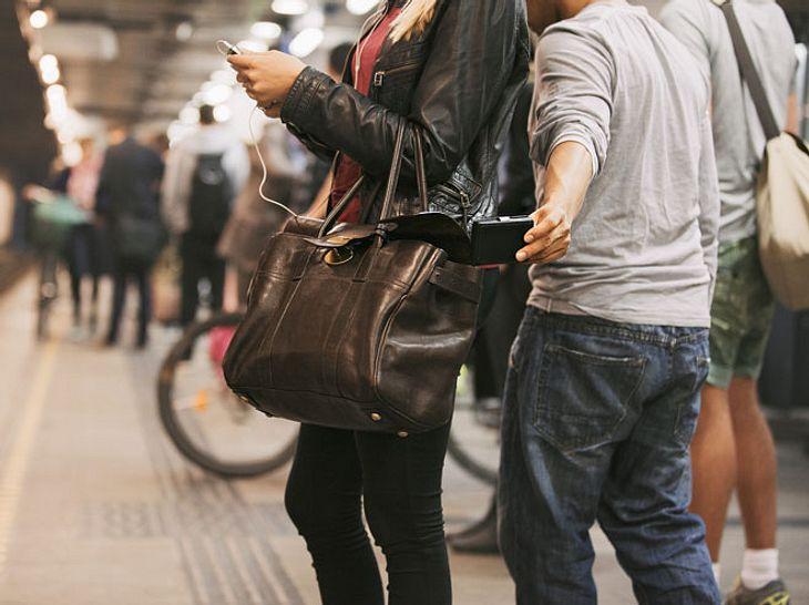 Handy und Portemonnaie gestohlen: Was Sie jetzt umgehend tun sollten