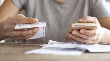 Wann es sinnvoll ist, den Handyvertrag zu wechseln - Foto: seb_ra / iStock