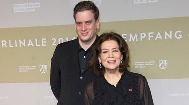 Hannelore Elsner mit ihrem Sohn Dominik. - Foto:  Target Presse Agentur Gmbh / Getty Images