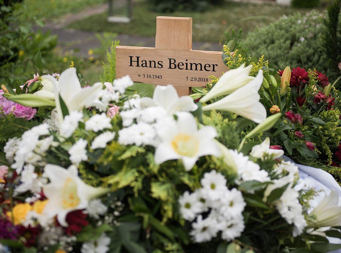 Das Grab des Urgesteins aus der Lindenstraße Hans Beimer.