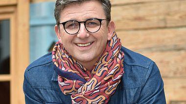 Schauspieler Hans Sigl ist seit 2008 als Martin Gruber in Der Bergdoktor zu sehen.  - Foto: Hannes Magerstaedt/Getty Images