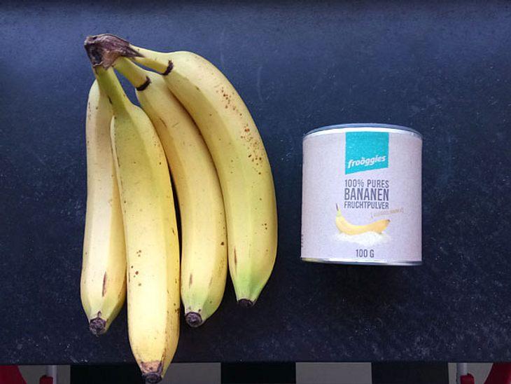 Das frooggies Fruchtpulver besteht aus gefriergetrockneten, gemahlenen Früchten und lässt sich in Wasser, Milch oder Müslis mischen.