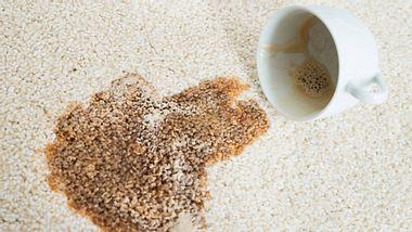 Kaffeeflecken: Was hilft wirklich?