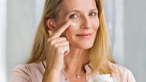 Wir haben gängige Irrtümer zum Thema Hautpflege und Make-up für Sie zusammengestellt.