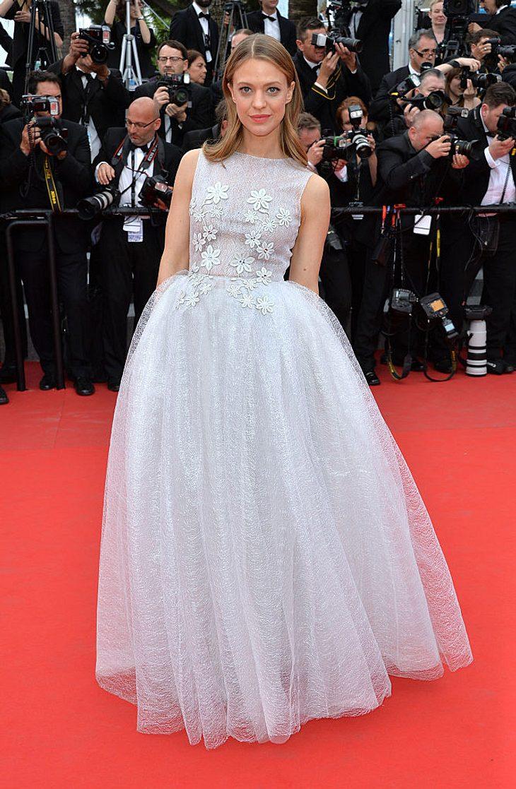 Heike Makatsch bei Cannes in Kaviar Gauche.