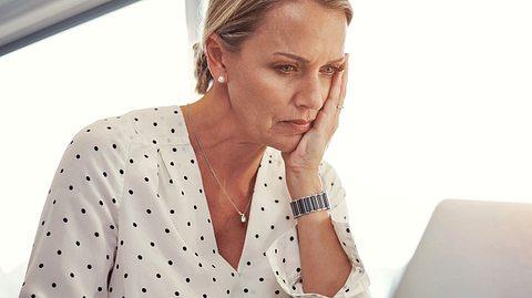 So schützen Sie sich vor Romance Scam von modernen Heiratsschwindlern im Internet. - Foto: Tinpixels / iStock