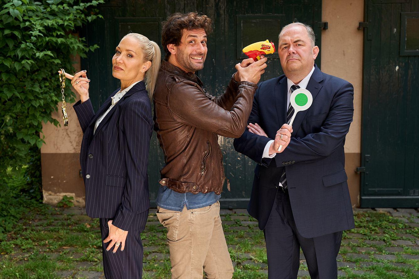 Ellen (Janine Kunze), Heldt (Kai Schuhmann) und Grün (Timo Dierkes) posieren für die Kamera.