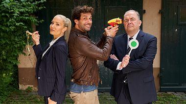 Ellen (Janine Kunze), Heldt (Kai Schuhmann) und Grün (Timo Dierkes) posieren für die Kamera.  - Foto: Frank Dicks / ZDF