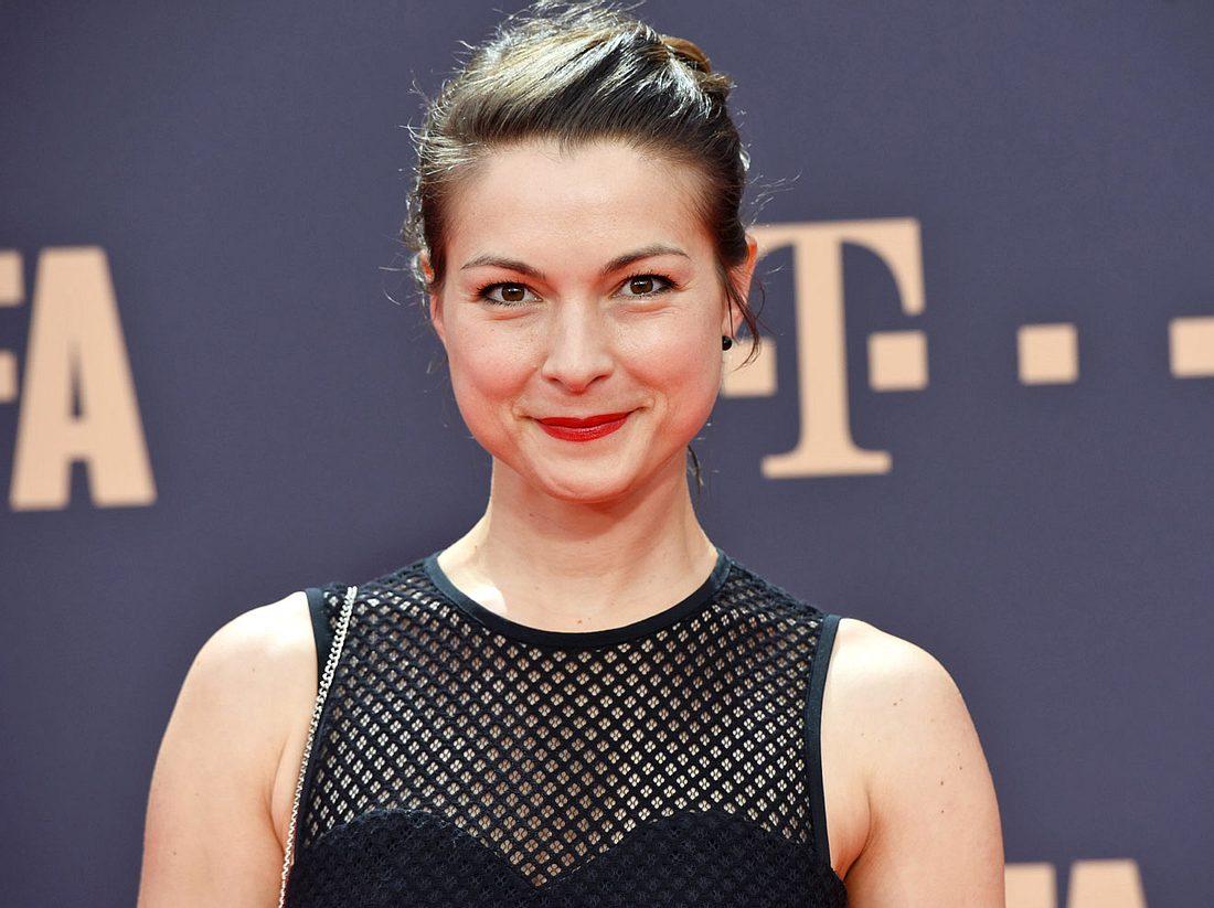 Schauspielerin Henriette Richter-Röhl spricht über ihren Mann und ihre Kinder.