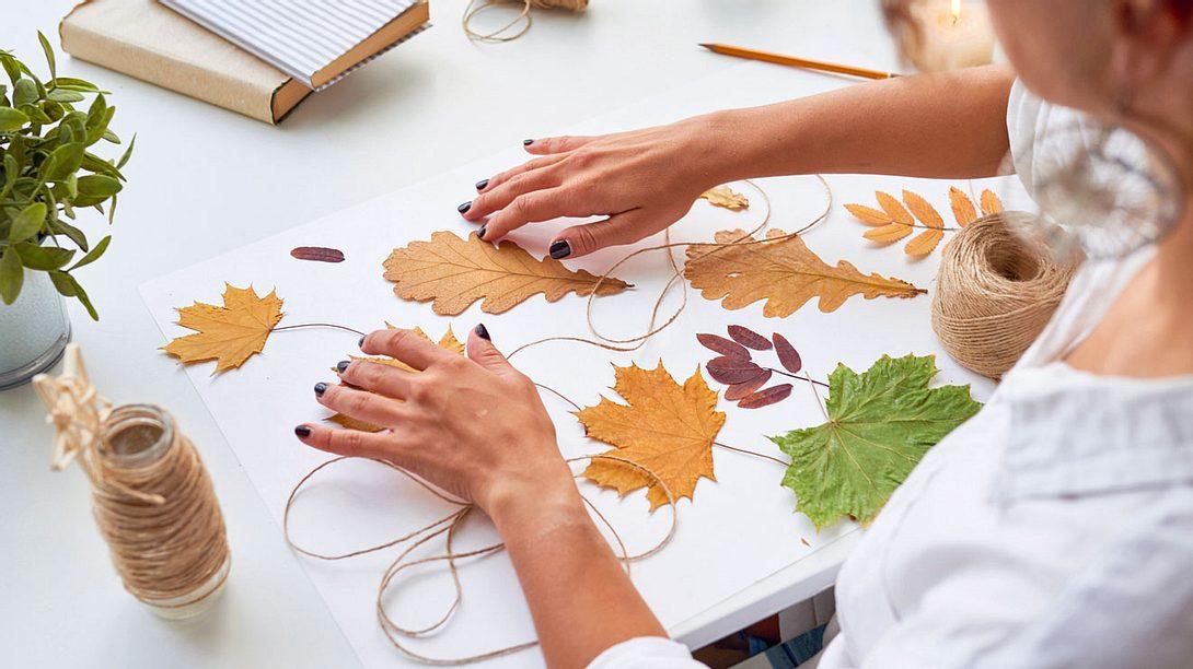 Herbstgirlande basteln: Schöne Deko-Ideen für zu Hause