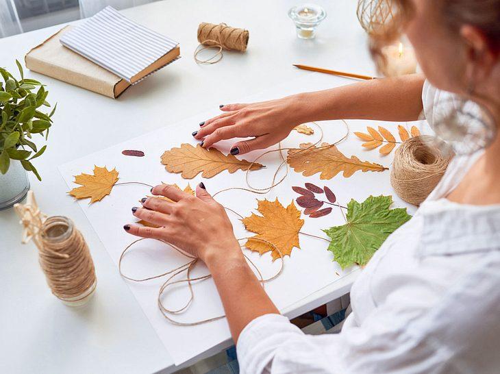 Herbstgirlande selber basteln: Schöne Deko-Ideen für zu Hause  Liebenswert