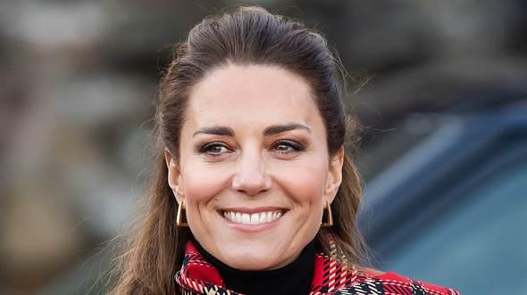 Herzogin Kate zeigt sich auch im Dezember gut gelaunt. - Foto:  Samir Hussein/ GettyImages