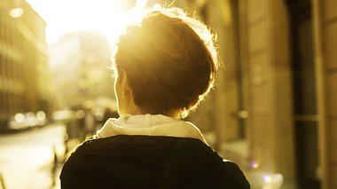 Hitzewallungen sind gerade im Herbst lästig. - Foto: republica / iStock