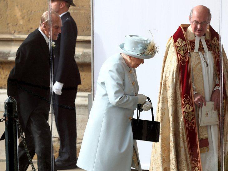 Hochzeit von Eugenie: Queen Elizabeth und Prinz Philips Ankunft