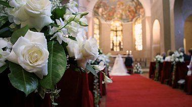 Hochzeitssängerin: Ihr Gesang rührt gerade ganz Deutschland zu Tränen - Foto: Valpasc/iStock