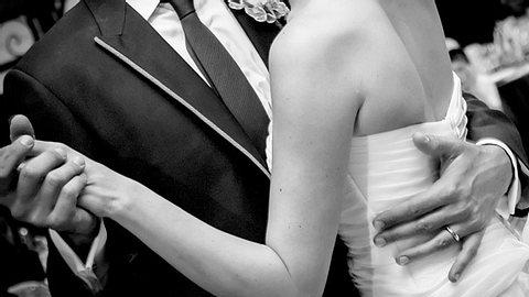 Welcher Song lief an Ihrem Hochzeitstag? - Foto: eli77 / iStock