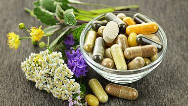Homöopathie oder Hormone: Wechseljahre schonend unterstützen