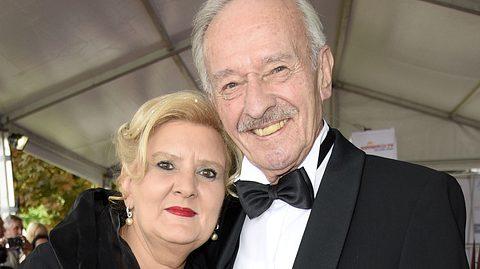 Schauspieler Horst Naumann, Ex-Traumschiff-Arzt, und seine Frau Martina Linn-Naumann. - Foto: Tristar Media / Getty Images