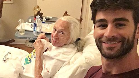 Nachdem Chris Salvatore seine ehemalige Nachbarin in seiner Wohnung gepflegt hatte, ist die 89-jährige an Leukämie erkrankte Norma Cook nun gestorben. - Foto: Facebook / Chris Salvatore