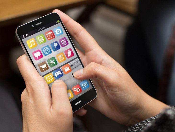 Wer von seinem alten Handy auf ein Smartphone umsteigt, muss sich umgewöhnen. Wir verraten die besten Tipps für Einsteiger.