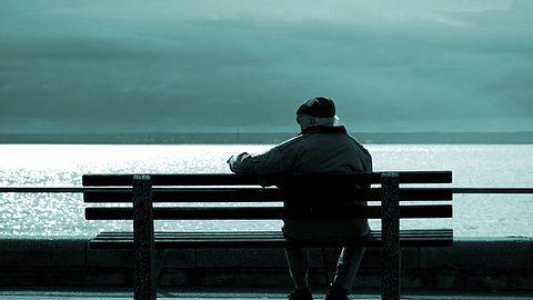 Nachdem er sich selbst isoliert gefühlt hatte, gibt ein 90-jähriger Brite jetzt Tipps, wie man Einsamkeit bekämpfen kann. - Foto: nsilcock / iStock
