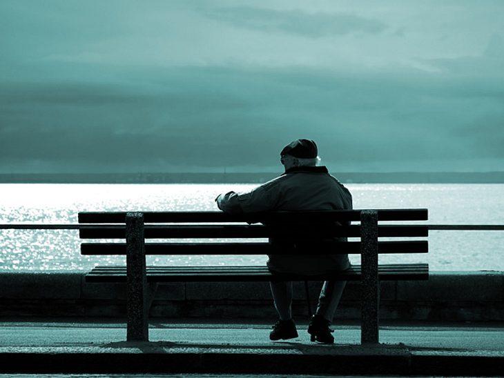 Nachdem er sich selbst isoliert gefühlt hatte, gibt ein 90-jähriger Brite jetzt Tipps, wie man Einsamkeit bekämpfen kann.