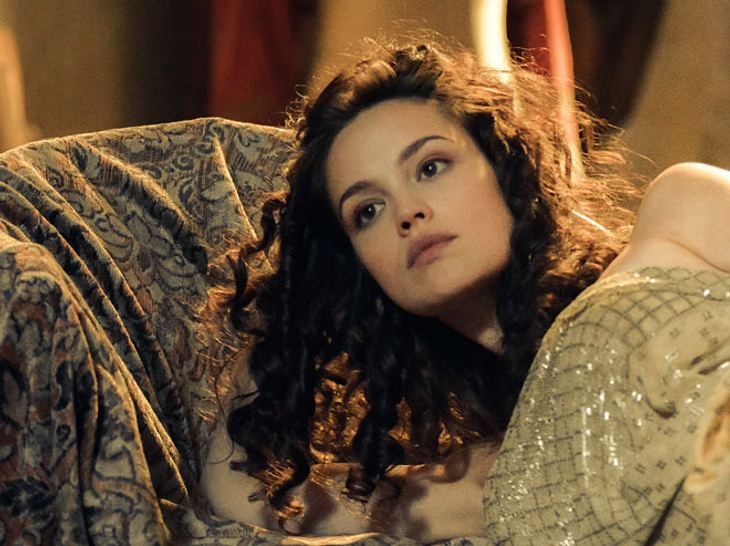In 'Charité' spielt Emilia Schüle die Hedwig Freiberg.