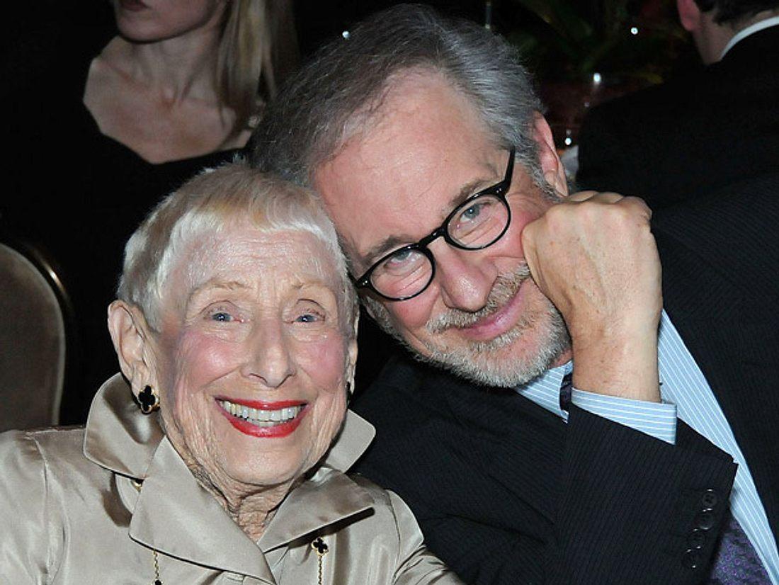 Der Tod seiner mit 97 Jahren verstorbenen Mutter Leah Adler trifft Regisseur Steven Spielberg sehr, denn er bewunderte sie.