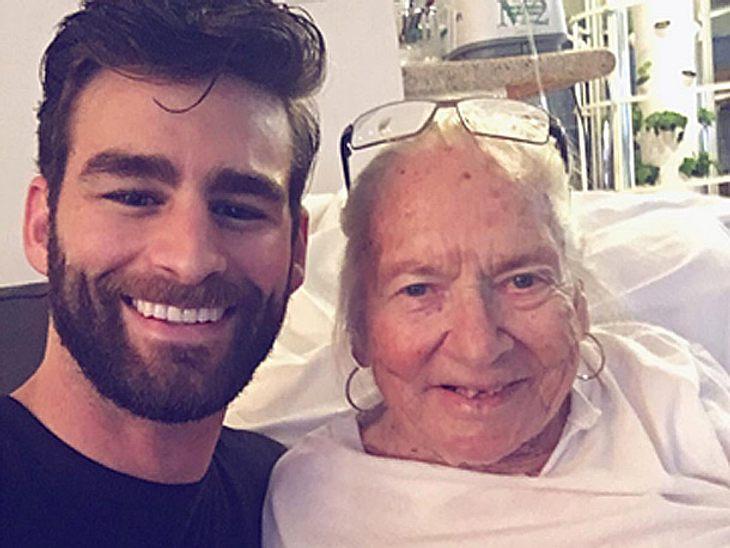 Erst waren sie Nachbarn auf einem Hausflur, jetzt kümmert sich Chris Salvatore in seiner eigenen Wohnung um die 89-jährige Norma Cook.