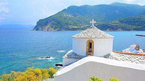 Skopelos gehört noch zu den Geheimtipps unter den griechischen Inseln. - Foto: Aetherial / iStock