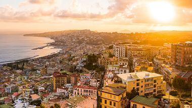 Die schönsten Tipps für Urlaub in Neapel. - Foto: holgs / iStock
