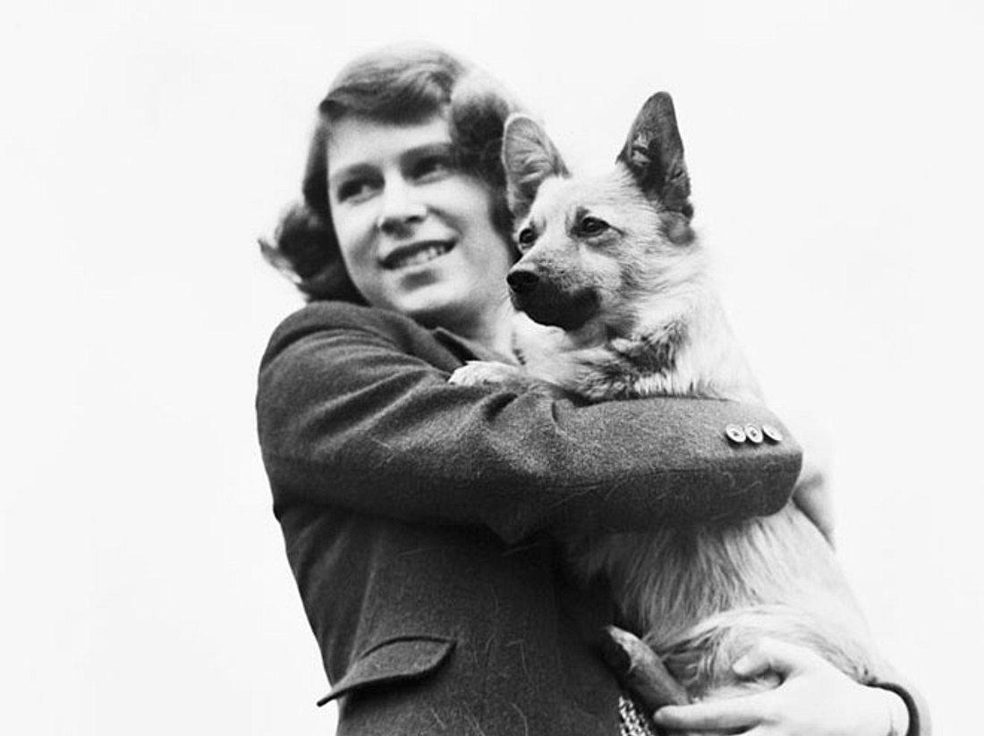 Schon seit ihrer Kindheit hat Queen Elizabeth ein großes Herz für Hunde - und gibt ihren Vierbeinern ganz besondere Namen.