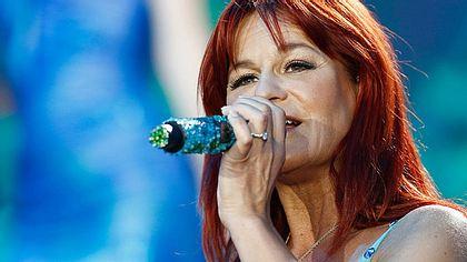 Gemessen an ihren Platzierungen in den Offiziellen Deutschen Charts ist Andrea Berg die erfolgreichste Solo-Künstlerin. - Foto: Andreas Rentz / Getty Images