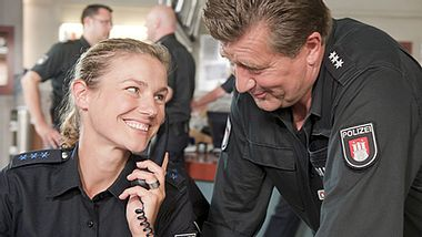 Das Team der ZDF-Serie Notruf Hafenkante wurde mit dem Polizeistern 2017 ausgezeichnet. - Foto: ZDF / Boris Laewen