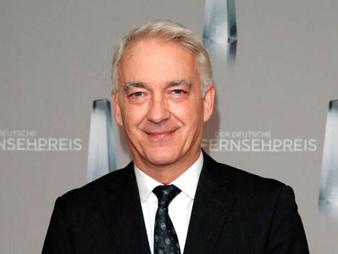 Jahrzehntelang lebte Schauspieler Christoph M. Ohrt mit seiner Schwerhörigkeit, bis er schließlich doch auf die Hilfe von Hörgeräten zurückgriff.