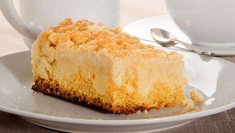 Streuselkuchen mit Pudding backen: Leckeres Rezept vom Blech