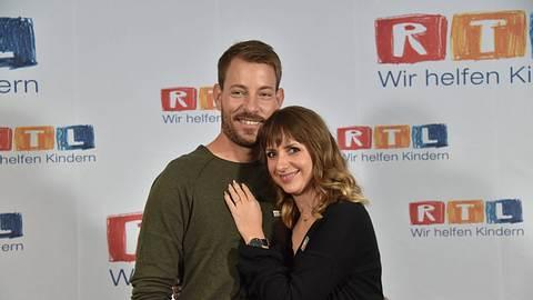 Farmer Gerald Heiser aus Namibia und seine Anna posieren am beim 23. RTL Spendenmarathon. - Foto: IMAGO / Horst Galuschka