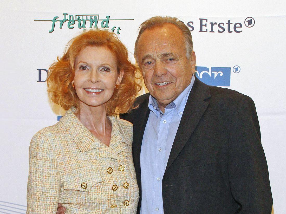 Schauspielerin Jutta Kammann mit ihrem bereits verstorbenen In-aller-Freundschaft-Kollegen Dieter Bellmann.