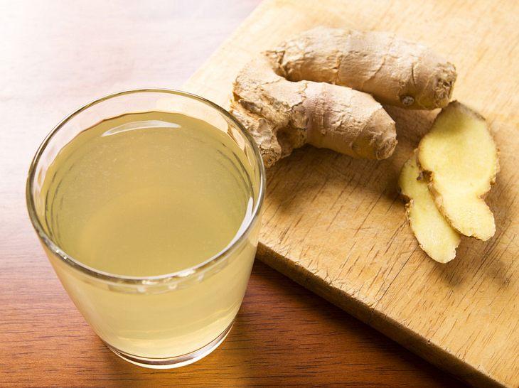 Richtig zubereitete kann Ingwertee bei Erkältungen helfen.