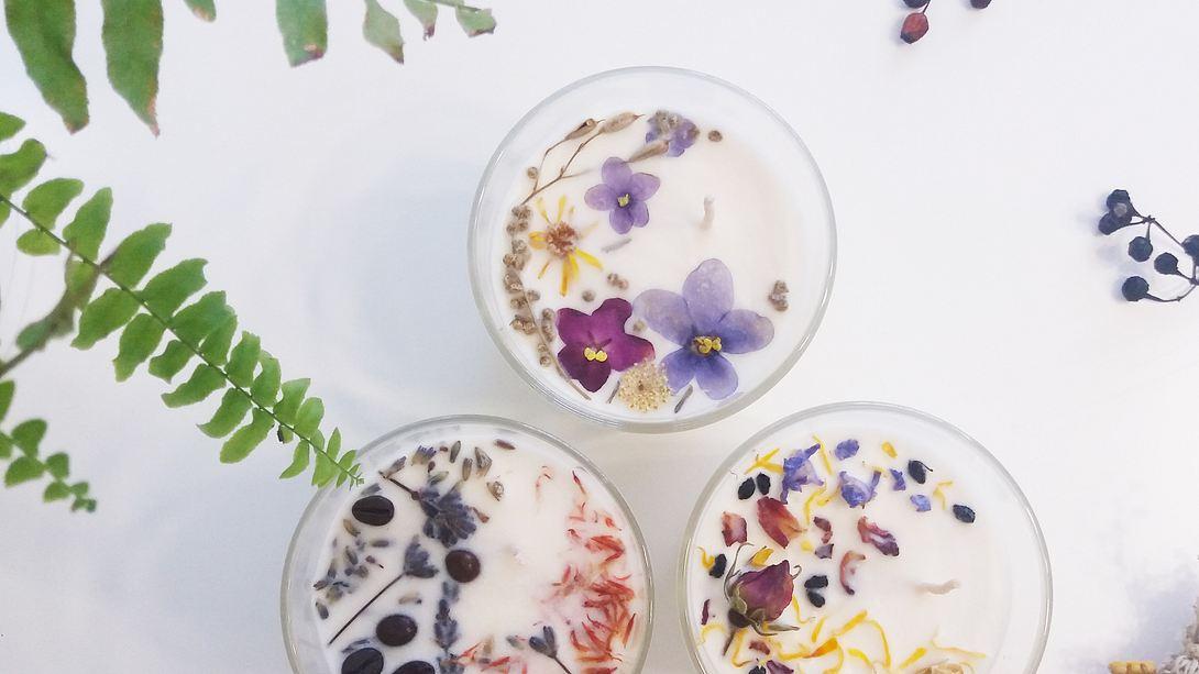 Selbst hergestellte Duftkerzen im Glas. - Foto: iStock / Tetiana Khalazii