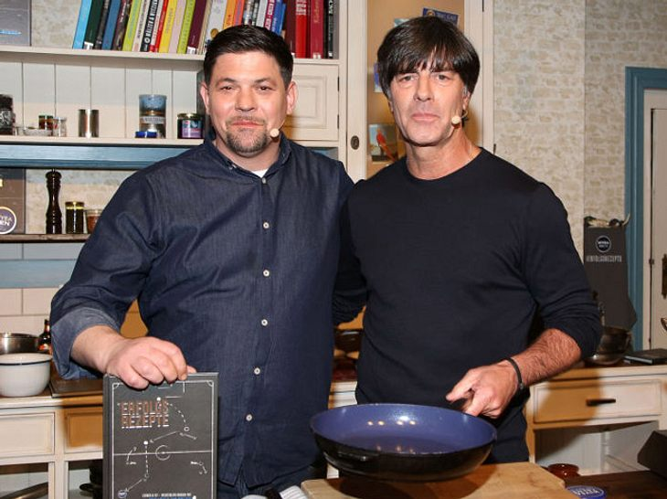 Jogi Löw und Tim Mälzer haben ein gemeinsames Kochbuch herausgegeben.