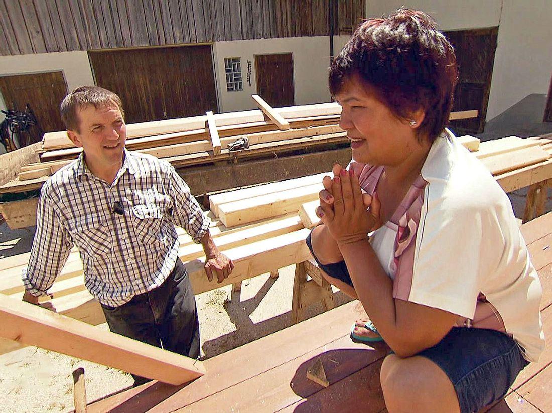 Josef und Narumol, die sich bei Bauer sucht Frau kennenlernten, erzählen bei RTL II von ihrem Alltag.