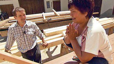 Josef und Narumol, die sich bei Bauer sucht Frau kennenlernten, erzählen bei RTL II von ihrem Alltag. - Foto: RTL II