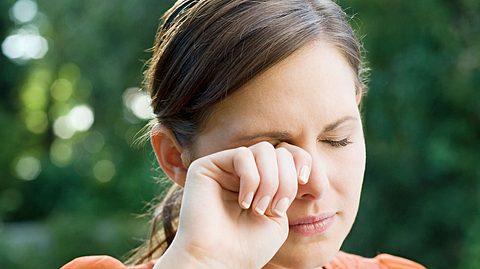 Welche Ursachen hinter juckenden Augen stecken können.  - Foto: Image Source / iStock