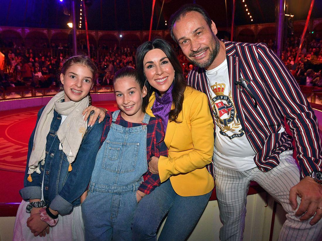 Judith Williams mit Ehemann Alexander-Klaus Stecher und ihren beiden Töchtern.