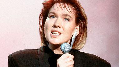 Sängerin Juliane Werding während eines Auftritts in der Musiksendung Formel Eins im Jahr 1988. - Foto: Bernd Muller / Redferns / Getty Images